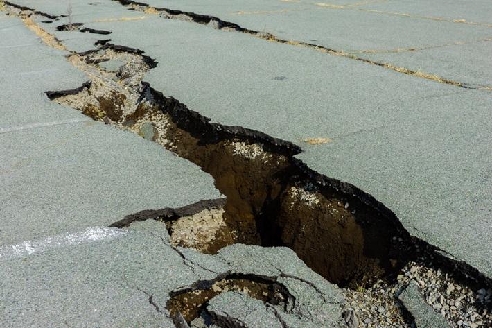 もし運転中に地震が発生したら?   JAF